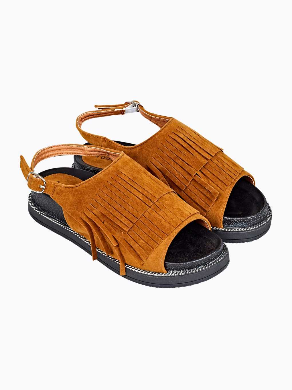 Sandals with fringes