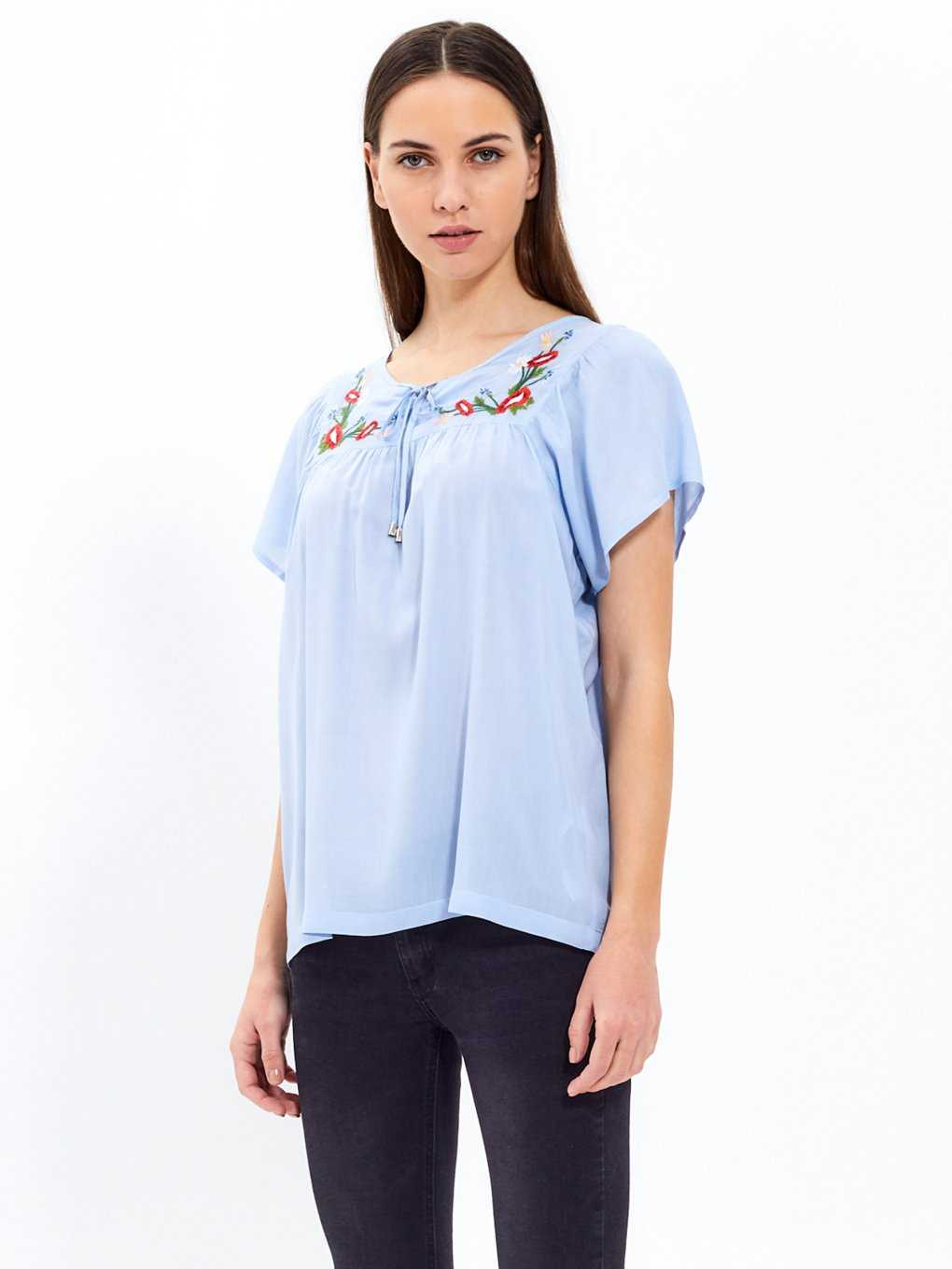 Blouse top with embroidery