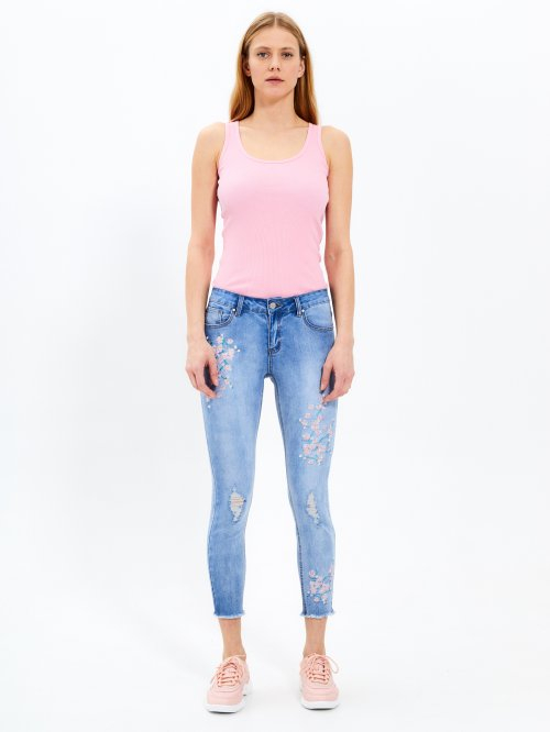 Distressed skinny jeans with floral embroidery