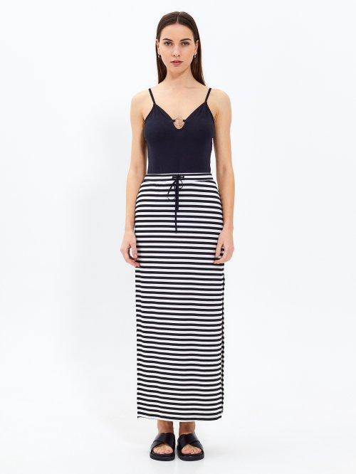 5ce2bac61077 Prúžkovaná dlhá sukňa