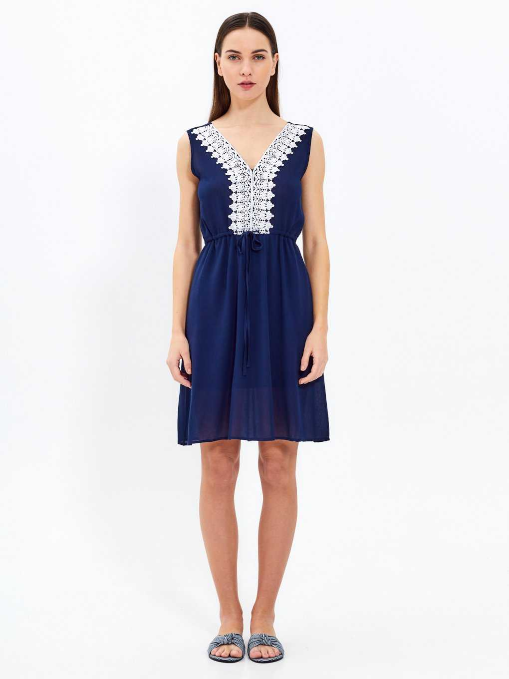 Sleeveless dress with contrast croched detail