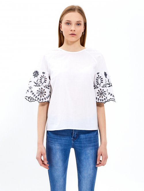 Cotton blouse with embroidered sleeves