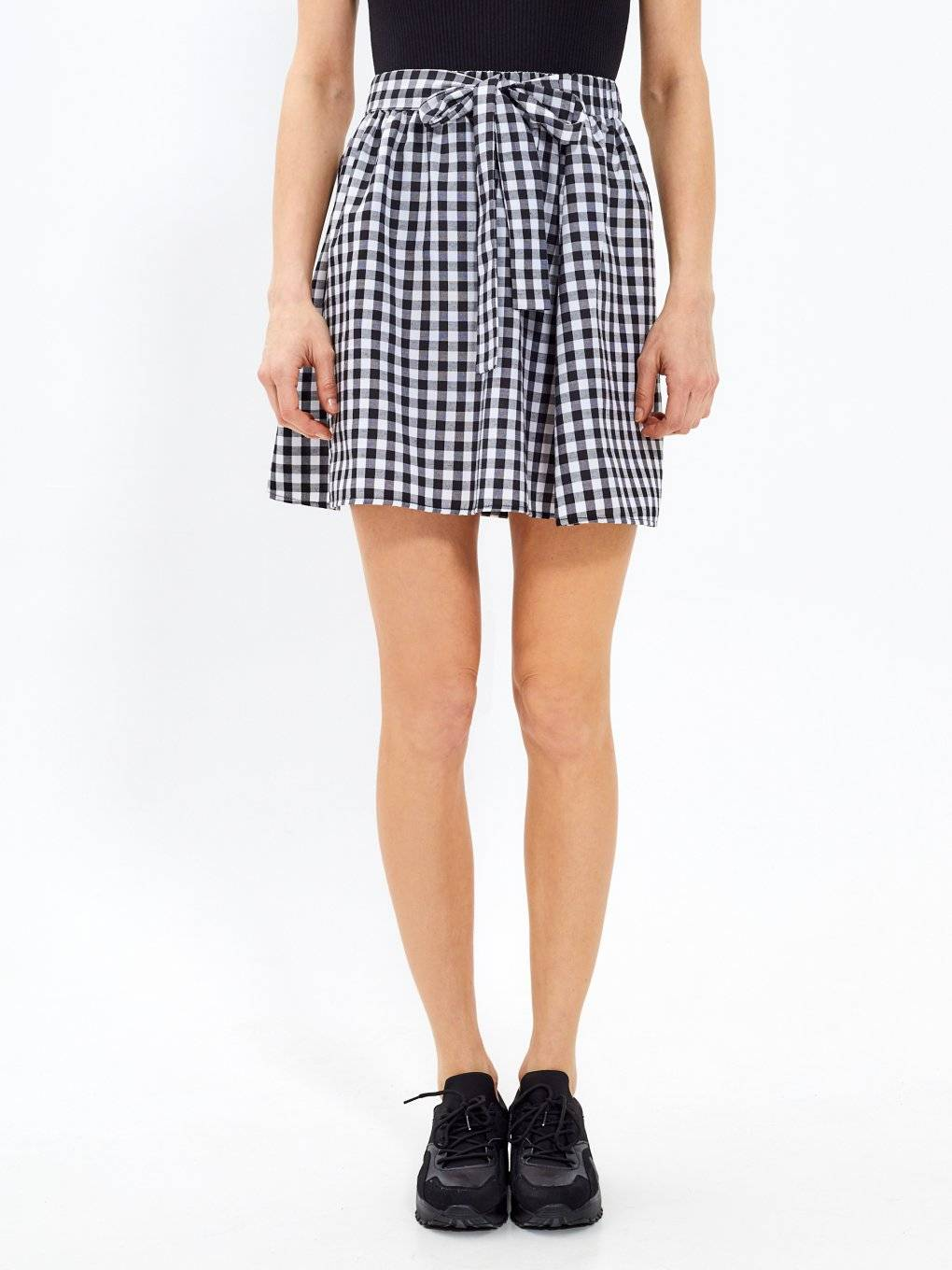 Gingham skirt with decorative bow
