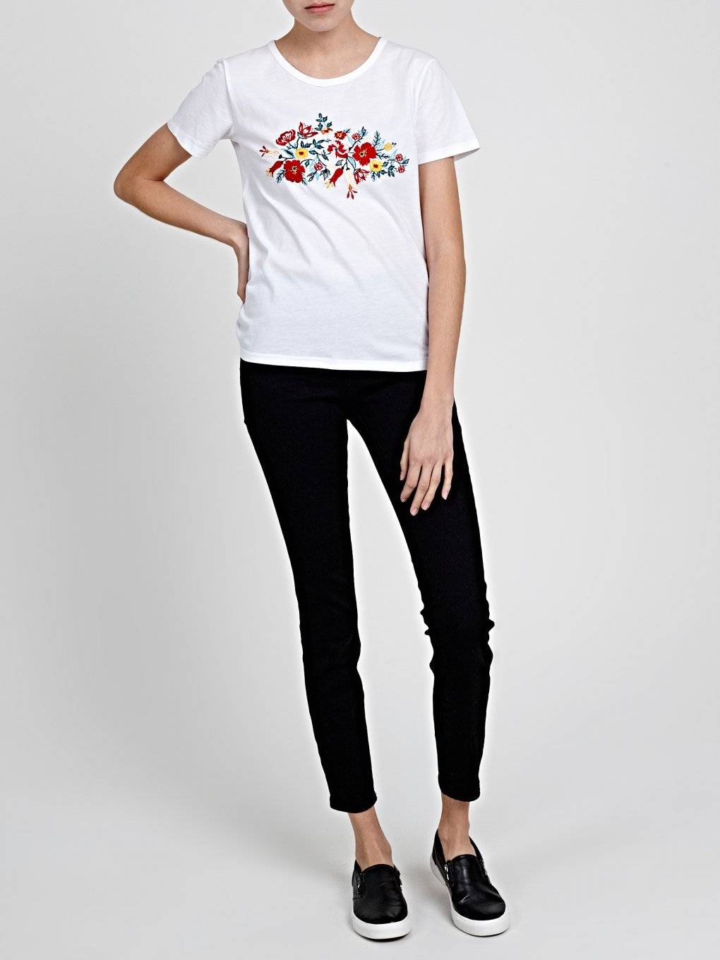 DISTRESSED T-SHIRT WITH FRONT EMBROIDERY