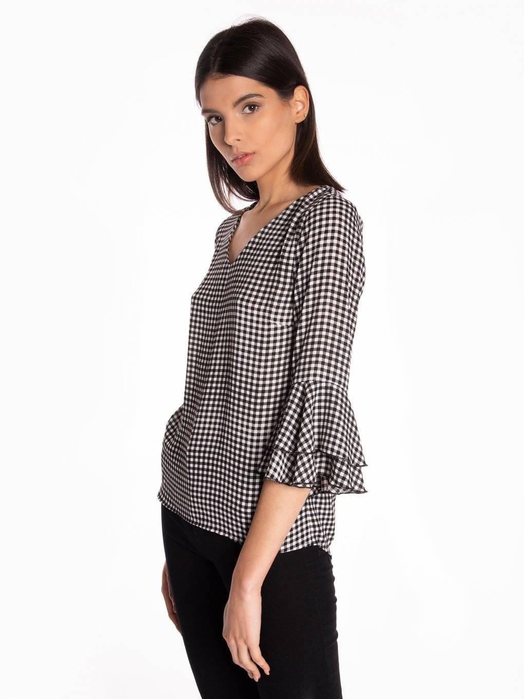 Gingham blouse with ruffle sleeves