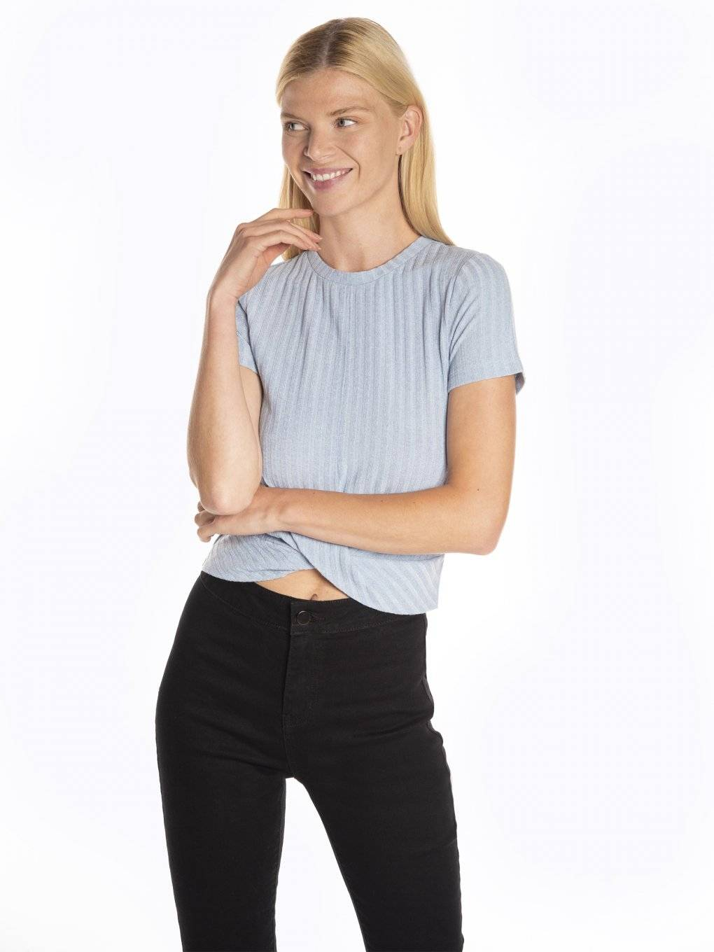 Ribbed short sleeve crop top with knot