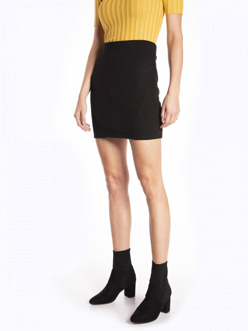 Mini skirt with structured pannels