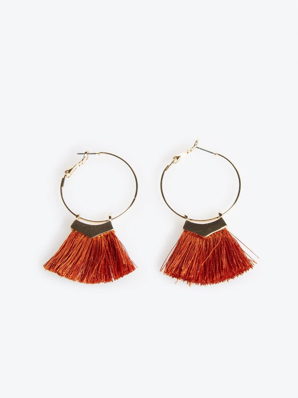 Hoop earrings with tasses