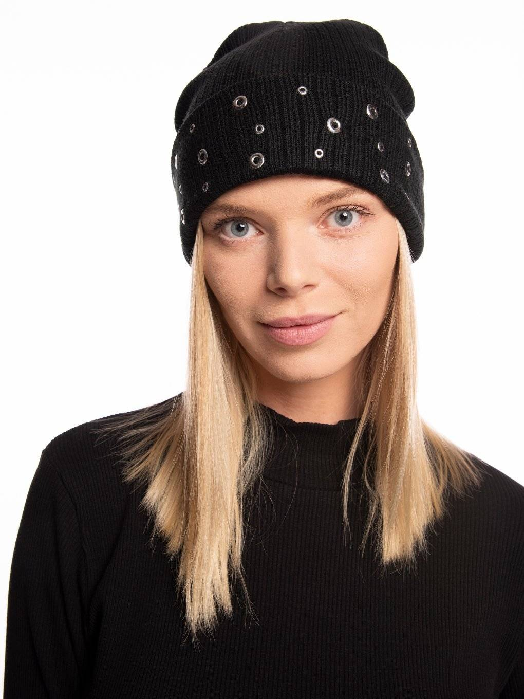 Ribbed beanie with metal eyelets