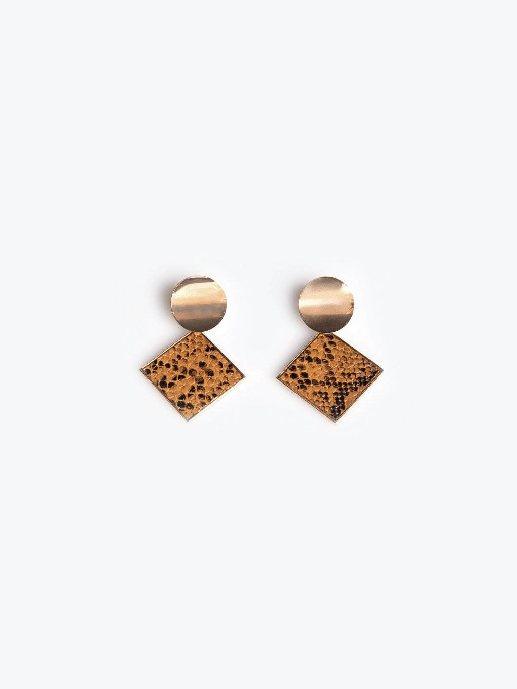 Drop earrings with snake skin texture