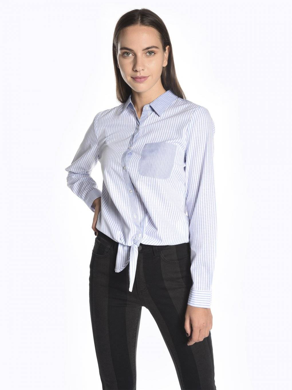 Loose fit striped shirt with front knot