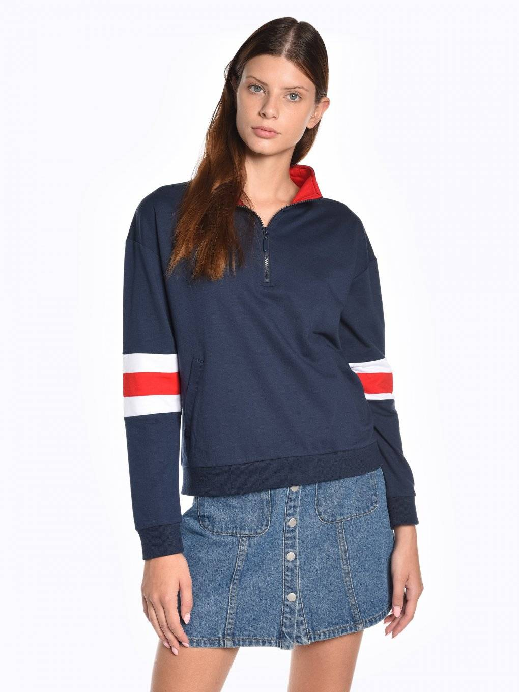 Sweatshirt with zipper and sleeve stripes