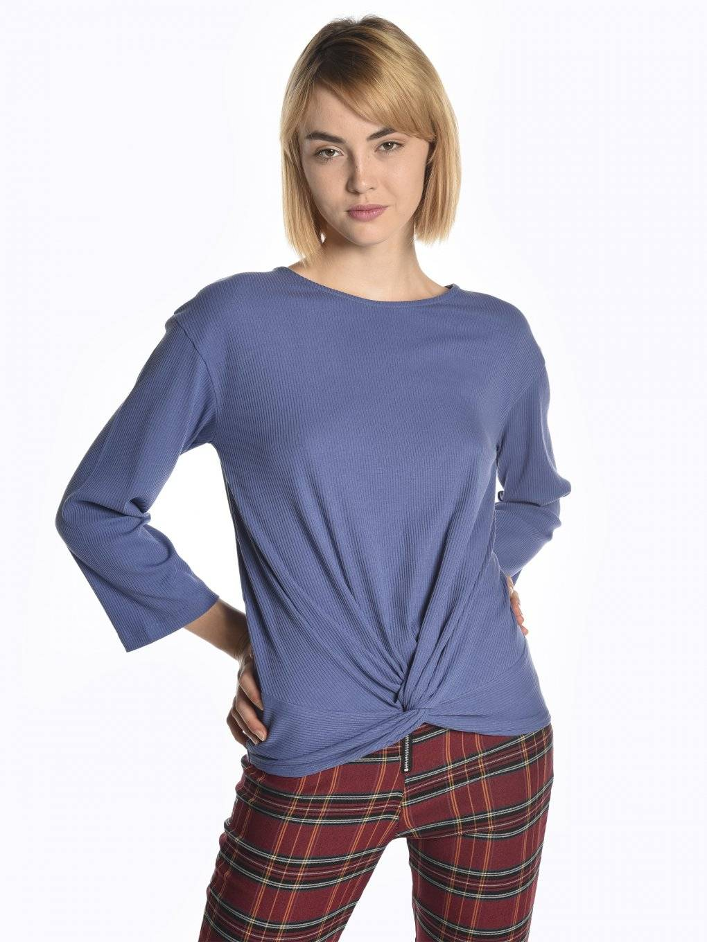 Ribbed top with knot