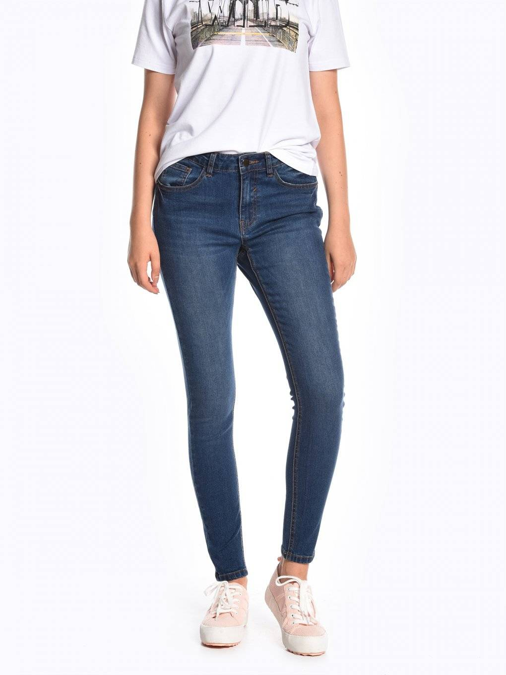 Skinny jeans with push-up effect