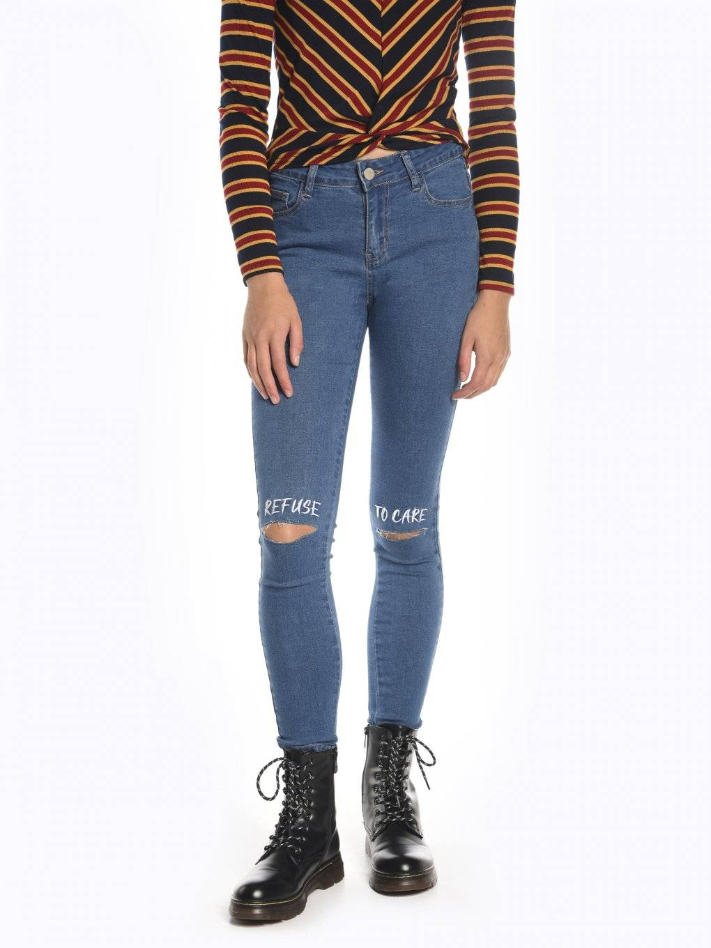 Ripped knees skinny jeans with message print
