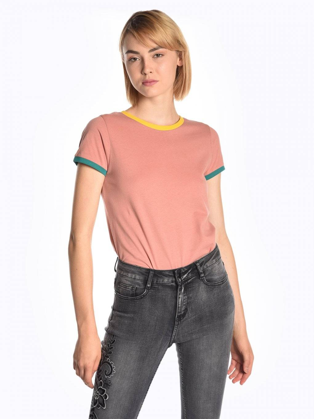 T-shirt with colourful trims