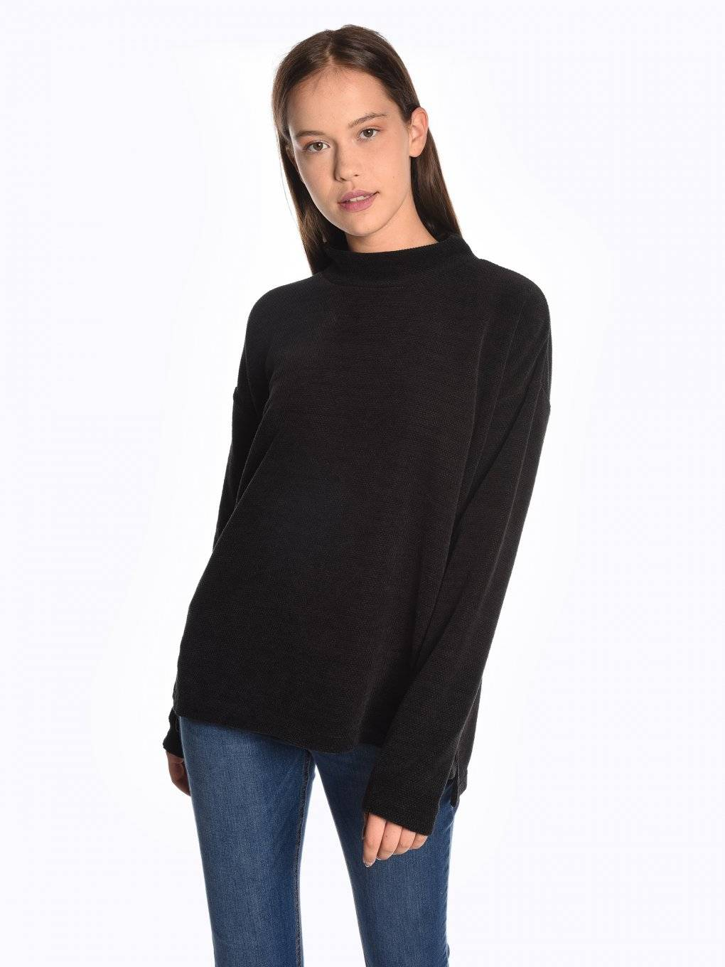 Loose fit high neck pullover