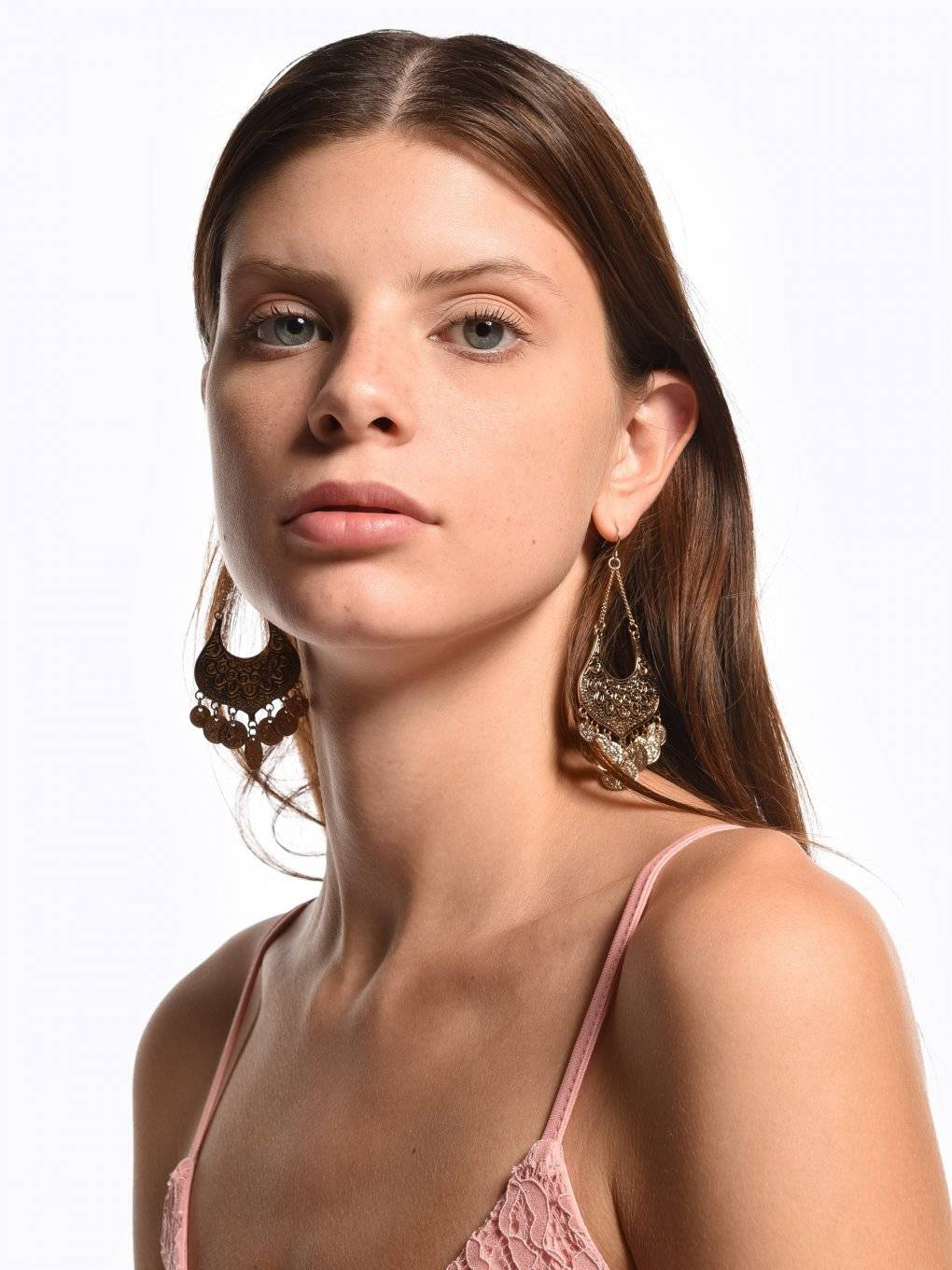Drop earrings with medallions