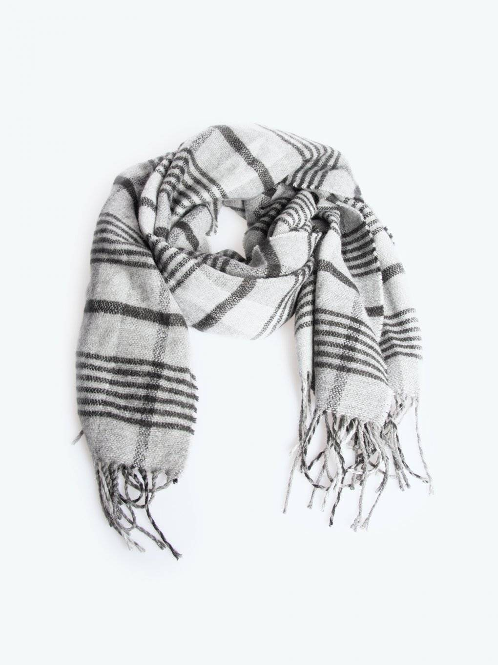 Plaid scarf with tassels