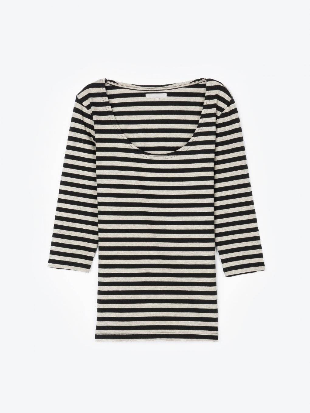 Striped 3/4 sleeve crew neck t-shirt