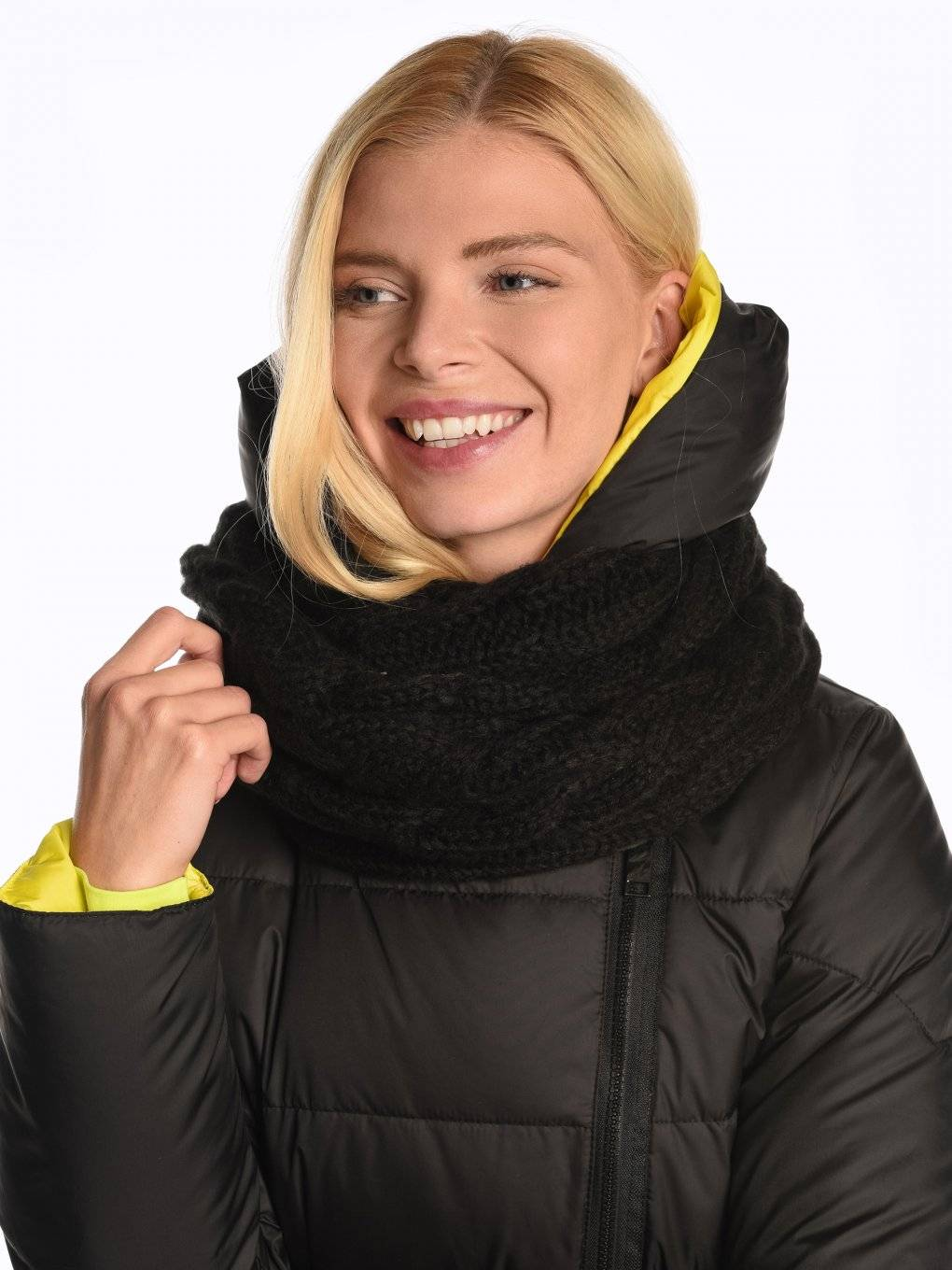 Cable-knit snood