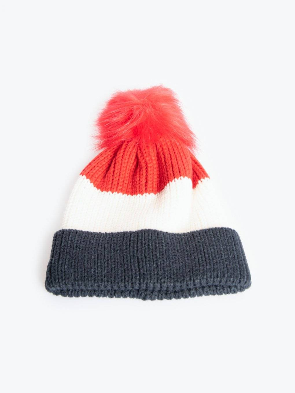 Knitted beanie with faux fur pompom