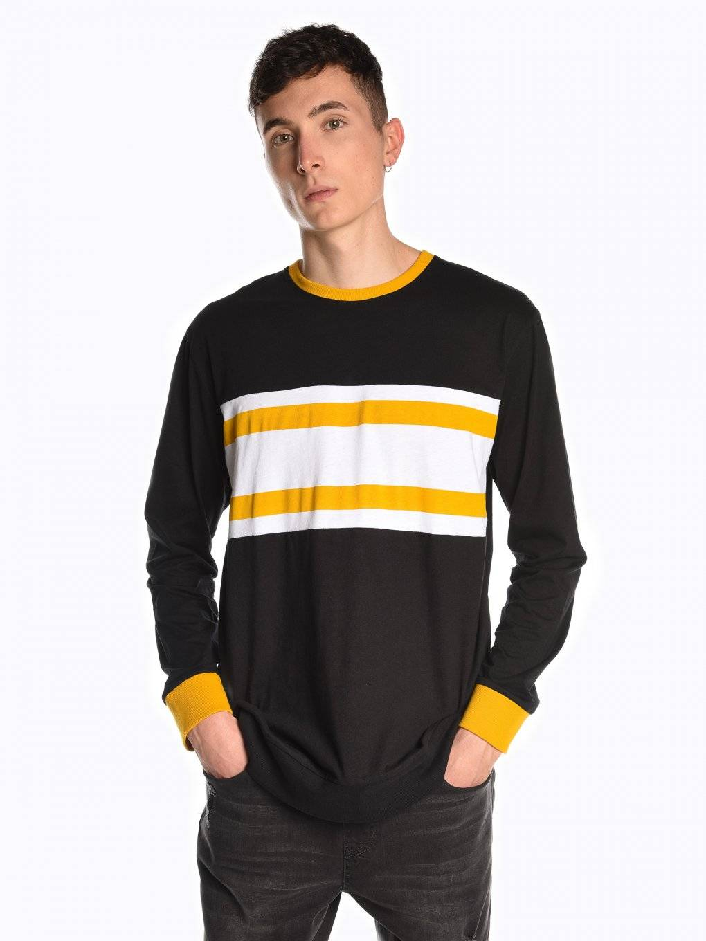 Long sleeve t-shirt with contrast trims