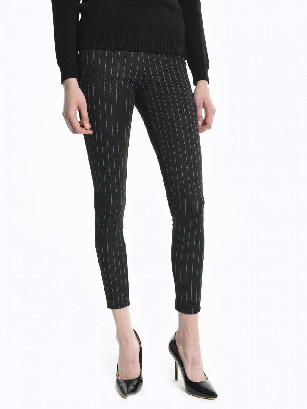 Leggings with white stripes