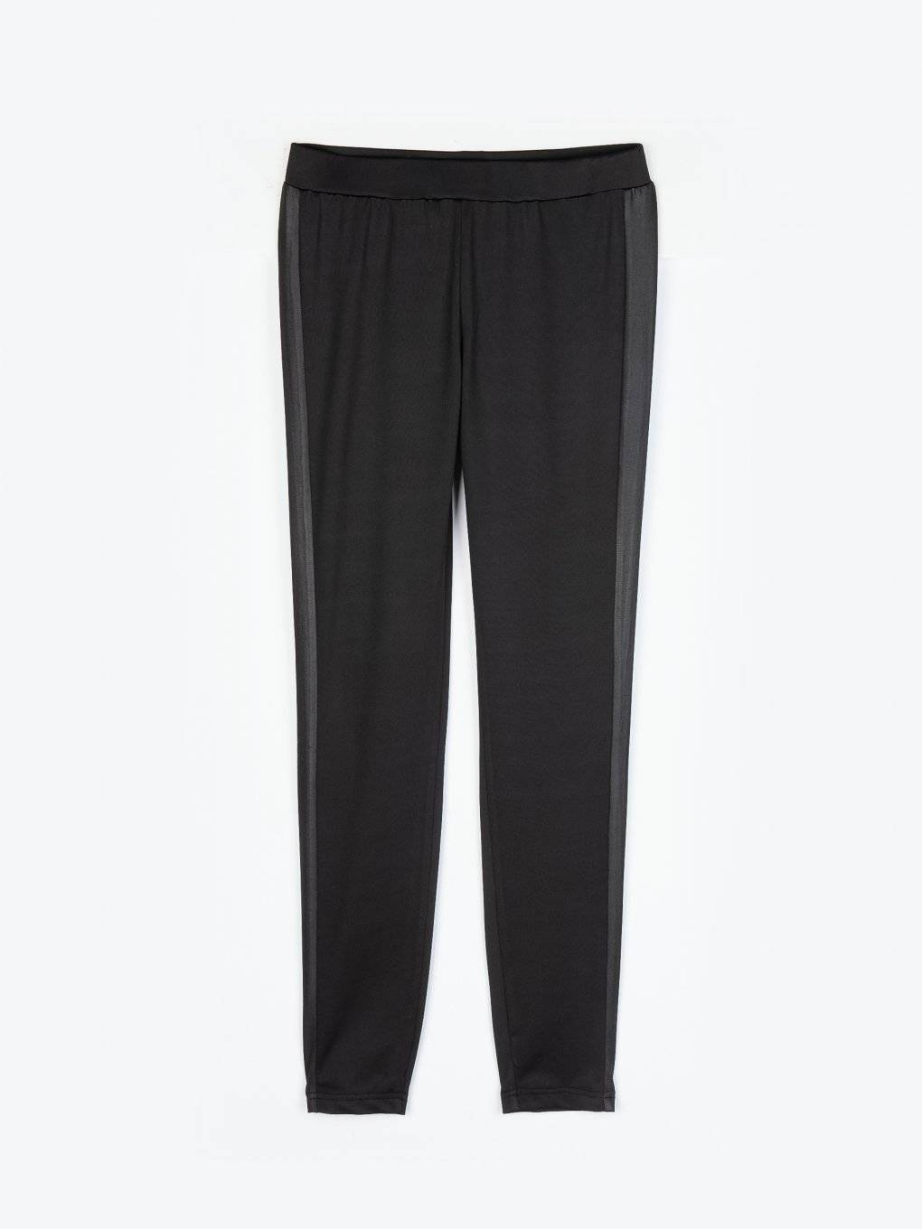 Leggings with coated side tape