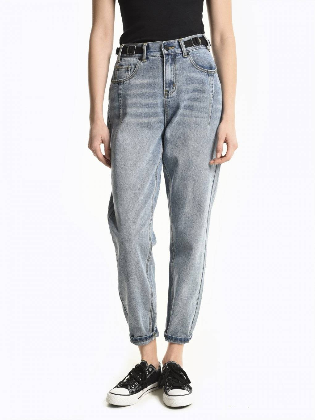 High-waist carrot fit jeans