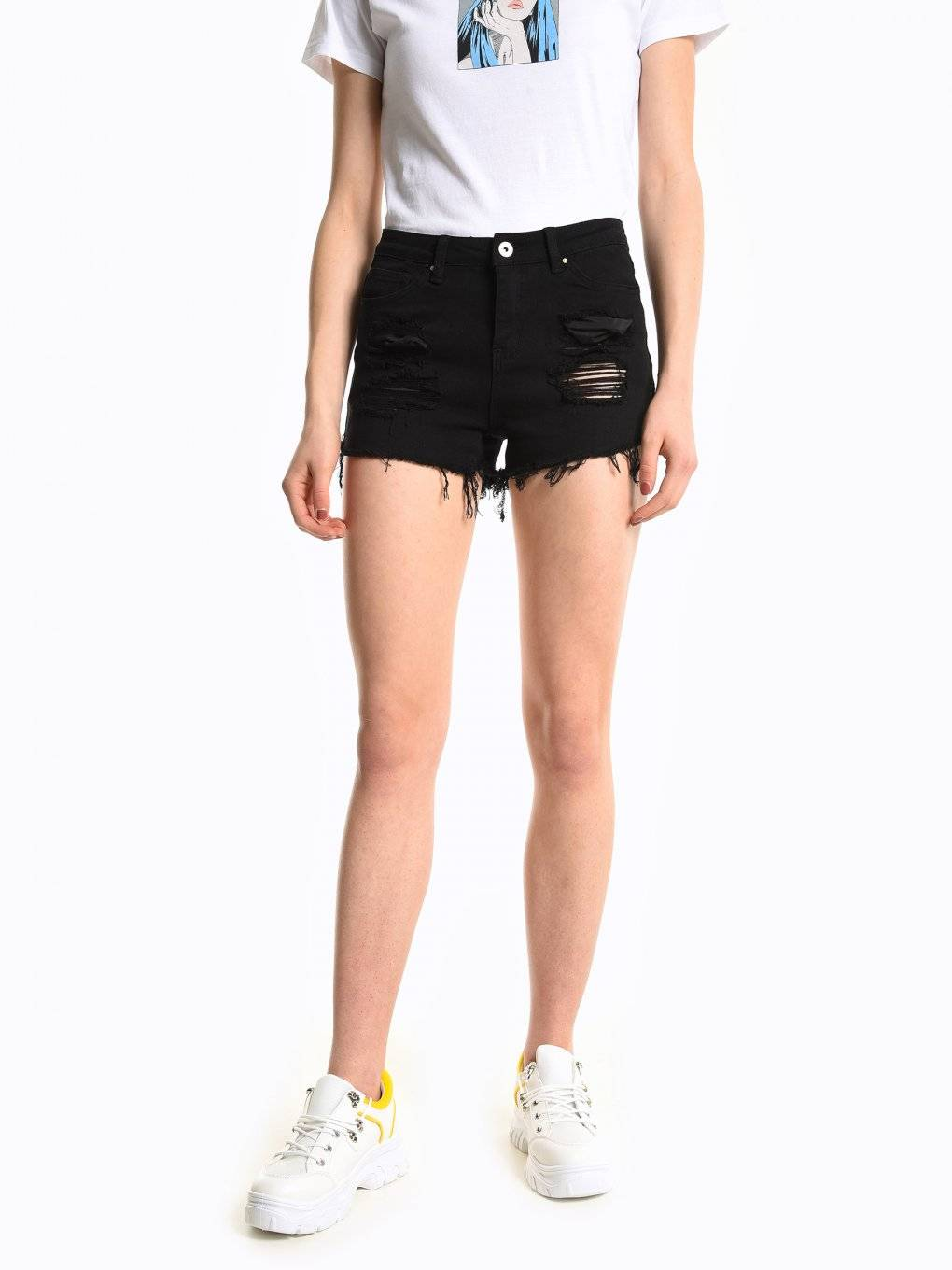 Frayed hem damaged denim shorts