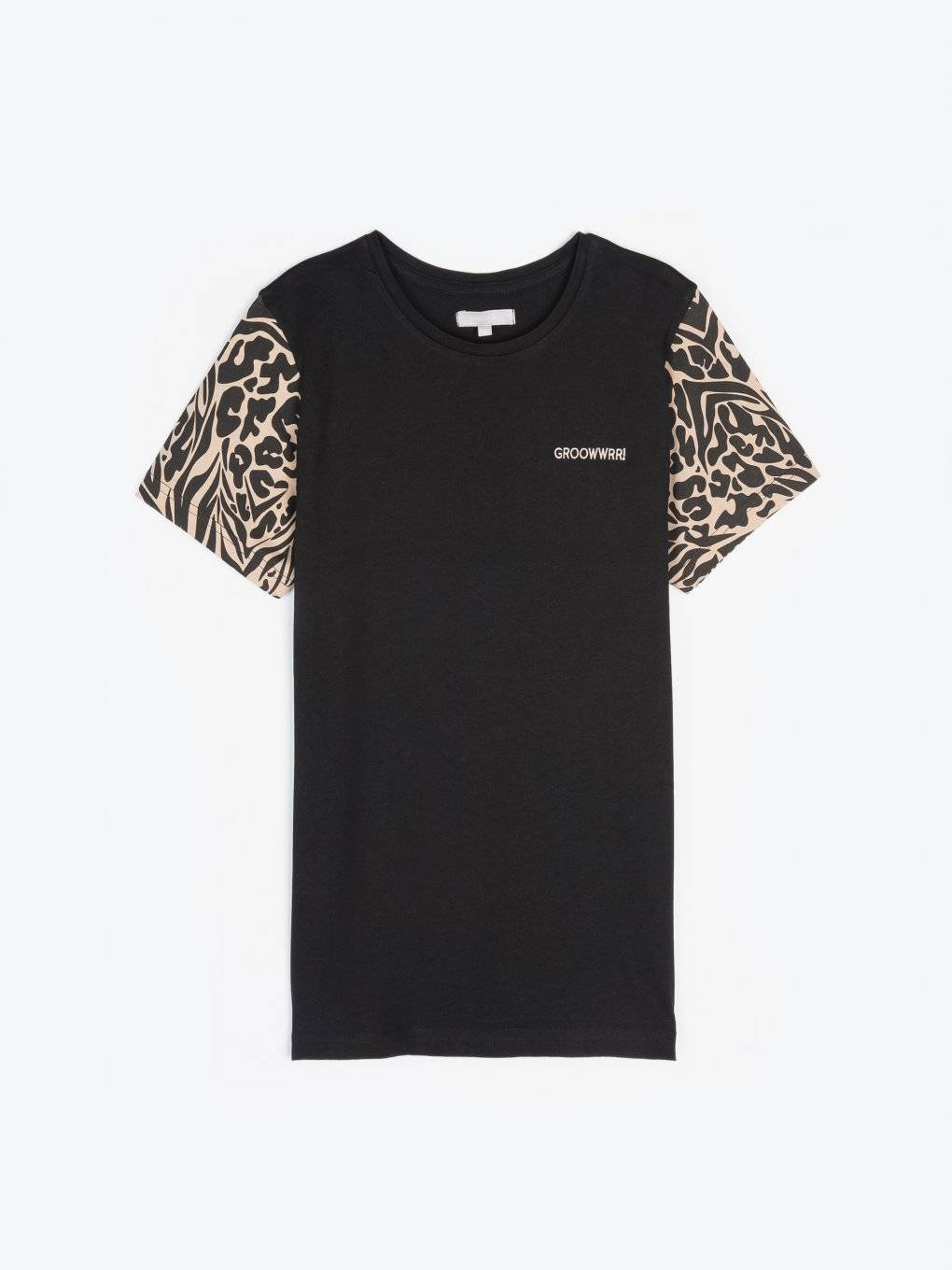 T- shirt with animal printed sleeves