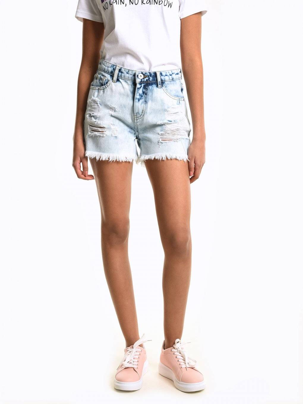 Denim shorts with damages